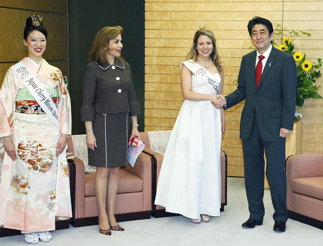 安倍接见全美樱花女王 称樱花系美日友好象征