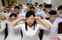 """长沙首个睡眠班开课 众""""白领""""现场学睡觉"""