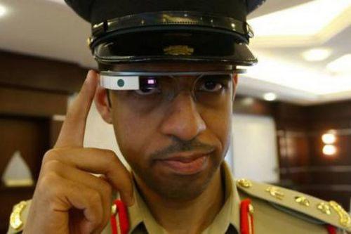 迪拜警察将佩戴谷歌眼镜 锁定犯罪车辆