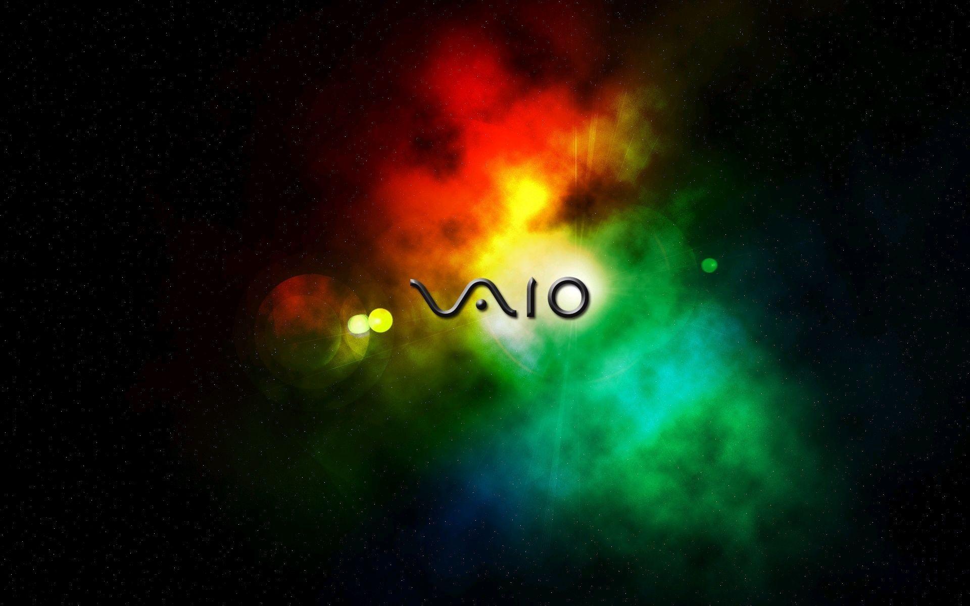 """由于索尼筆記本業務業績低迷,2014年3月的統計顯示,索尼已陷入352億日元的經營赤字。 VAIO的LOGO標志有兩層含義:一、代表基本的模擬和數字信號;二、代表自然同行的理念。VAIO前兩個字母""""VA""""為弦曲線,代表模擬時代;而后兩個字母""""IO""""則代表了數字時代的1和0二進制數字,這諭示了在數字時代勇于創新的索尼將迎接挑戰,不斷開拓,而VAIO則是這一變革中的核心產品之一。"""