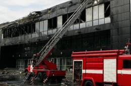 顿涅茨克友谊体育馆遭民间武装力量焚烧