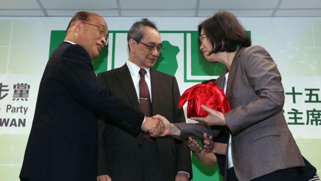 民进党主席交接 蔡英文正式就任第15任党主席