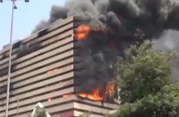 印度苏拉特一商业建筑发生火灾 伤亡未知