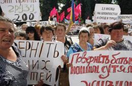 乌执行反恐任务士兵的亲属集会 抗议对东部的军事行动