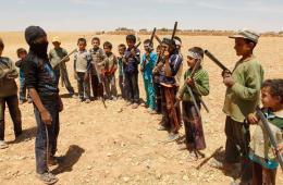 """叙利亚一群男孩自建团体 每天参加""""军事""""训练"""