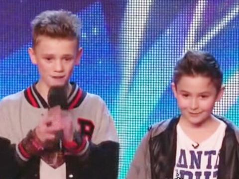 英国达人秀 两男孩献唱超好听反欺凌歌曲-环球资讯列表