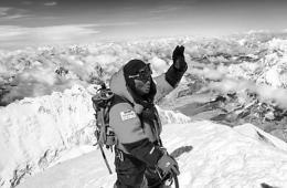 登顶珠峰意义变味 成中国富人的高端旅游秀