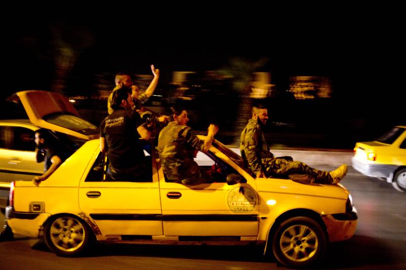 叙利亚宣布阿萨德赢得总统选举 士兵大肆欢庆