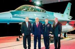 伊拉克正式接收首架最新型F-16
