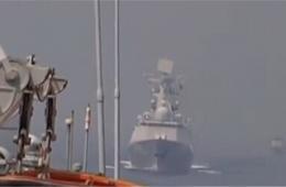 中国海军舰艇与印尼海军进行编队演练