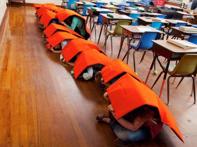 儿童 防护/美国设计师研制防弹毡保护学生可抵挡多款枪械子弹(4/5)