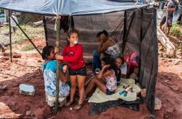 世界杯致巴西房价上涨 民众体育场周围搭帐篷城