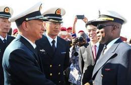 我海军首访纳米比亚受热烈欢迎