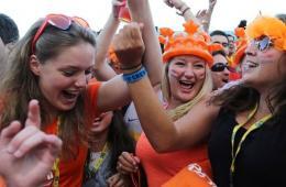 荷兰5:1血洗西班牙完美复仇 球迷兴奋狂欢