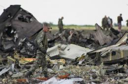 实拍乌克兰被击落飞机残骸现场 已证实49人身亡
