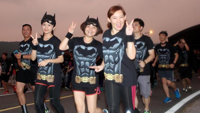 纪念蝙蝠侠75周年 台北举办夜跑活动