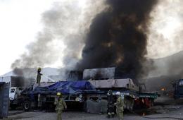 北约油罐车在阿富汗遇袭 现场浓烟滚滚