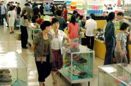 朝鲜商店都卖什么?平壤第一百货商店举行商品展