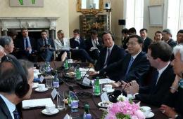 李克强与卡梅伦共同出席中英全球经济圆桌会