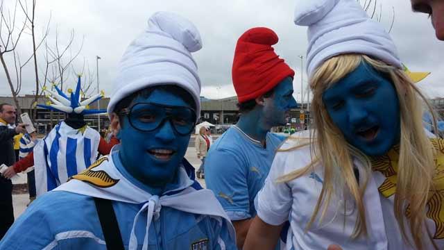 英格兰大战乌拉圭 球迷加油不遗余力