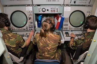 爱国者导弹发射女军官坐镇指挥