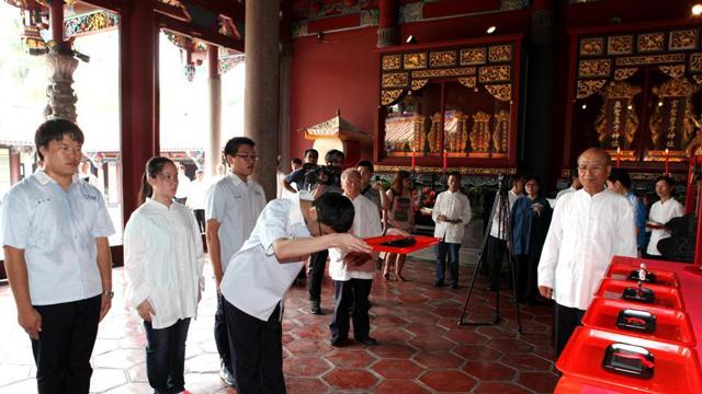 台北孔庙举办考生祈福典礼 百余位考生参与