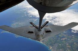 美国空军罕见发布B-2隐身战略轰炸机在空中加油照片