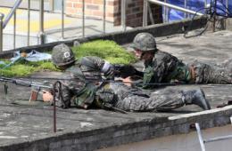 韩枪杀战友士兵父母劝其投降 若顽抗或会被击毙