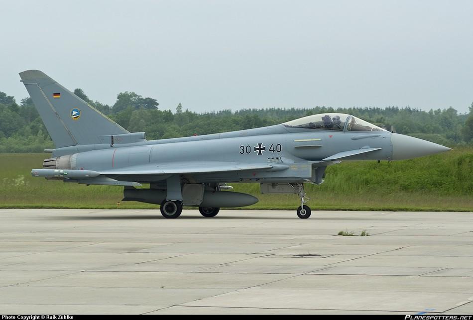 德国利尔喷气机撞上台风战斗机