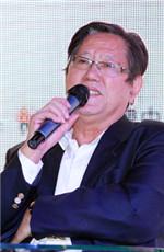 冯并:《经济日报》原总编辑
