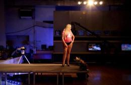 世界变性小姐选美大赛在意大利小镇举行(图)