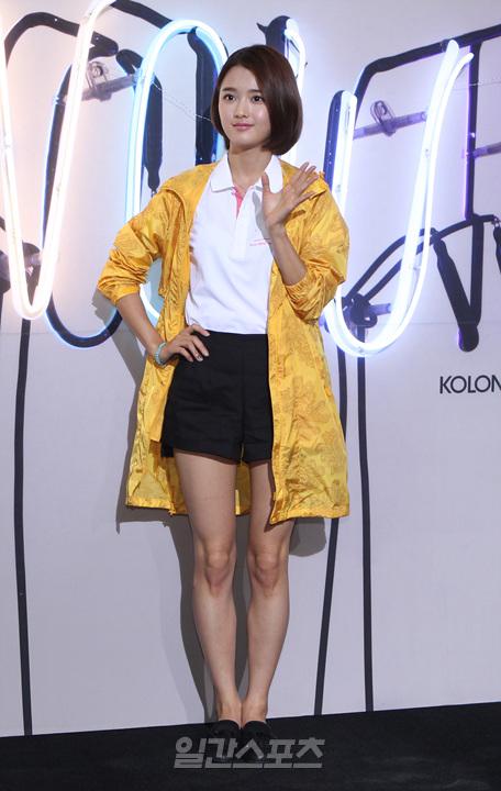 汤唯、偶像组合EXO成员以及韩国女星南宝拉等出席.-汤唯和EXO图片