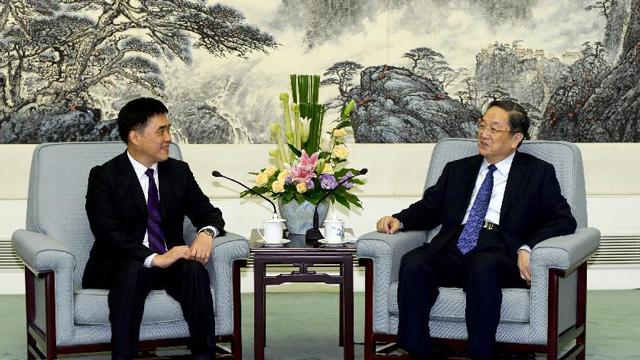 俞正声会见中国国民党副主席、台北市长郝龙斌