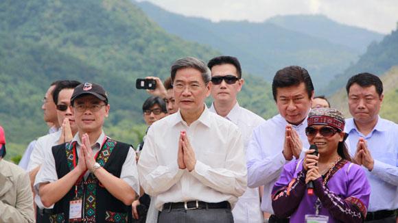 张志军参访高雄小林村 向风灾遇难者表达哀悼