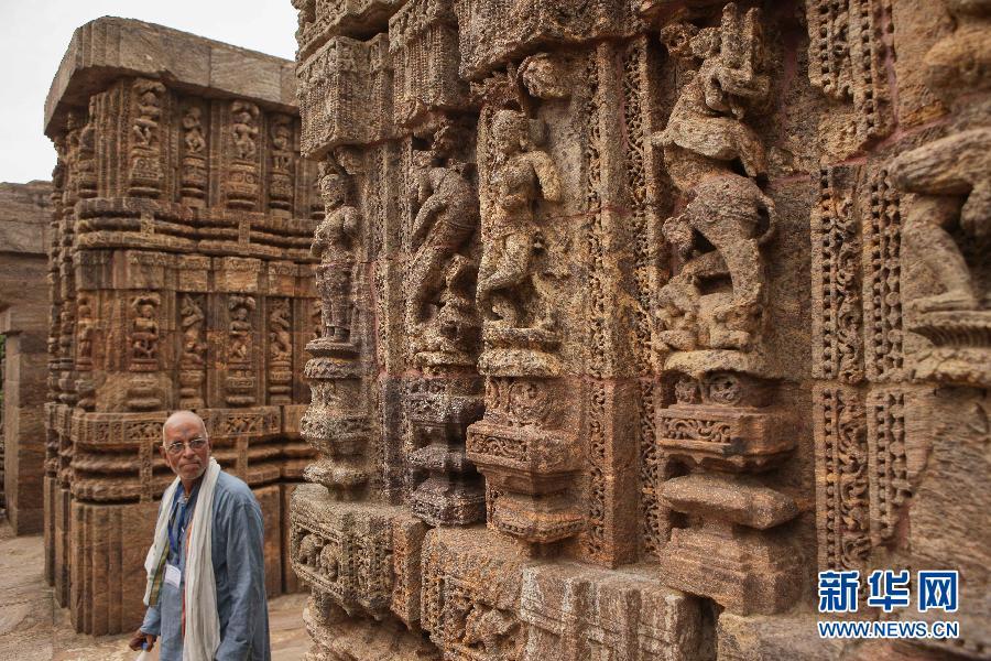 太阳 神庙/印度科纳拉克太阳神庙 6月28日,一名游客在印度奥里萨邦的...