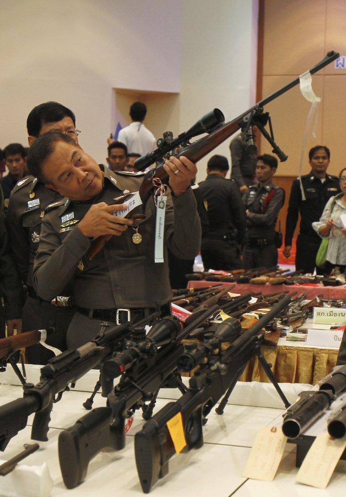 国际资讯_泰国展示军事政变所缴枪支弹药 含部分重型武器_国际新闻_环球网