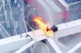 日本男子反对推行集体自卫权点火自焚