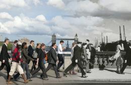 伦敦标志性大桥照片:历史与现实的交织