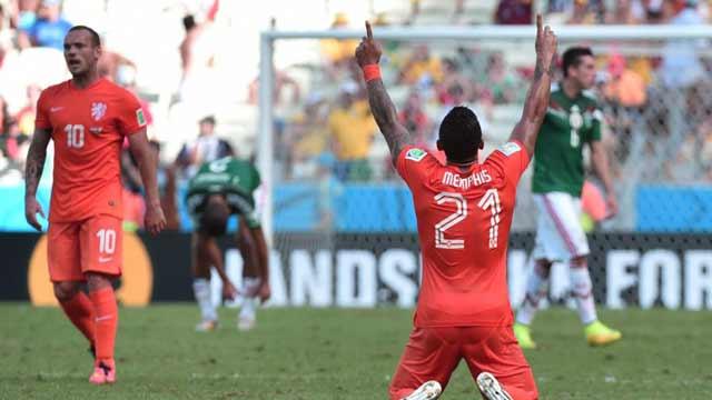 荷兰2-1墨西哥 斯内德罗本6分钟造神逆转