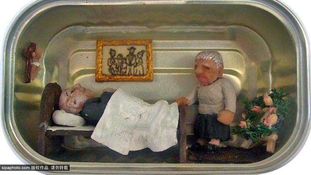 意大利艺术家利用废旧罐头盒展示人间百态(图)