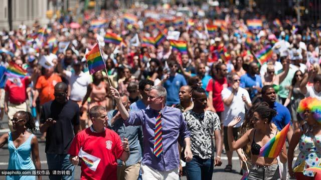 纽约市长出席同性恋大游行(图)