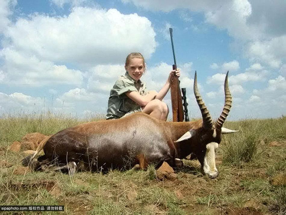 美女大学生猎杀大量非洲野生动物引众怒