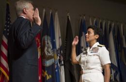 美海军任命238年来首位女性四星上将(图)