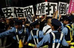 日民众强烈抗议解禁集体自卫权