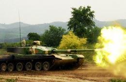 解放军99改坦克群在长白山开火