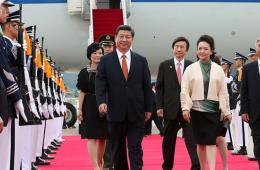 习近平抵达首尔开始对韩国进行国事访问