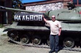 乌民兵开走纪念碑二战坦克作战