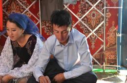 新疆哈萨克族小伙迎娶台湾姑娘 女方陪嫁100只羊