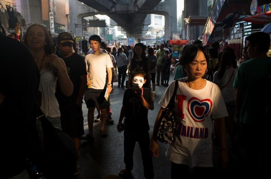摄影师拍摄戒严之下的曼谷