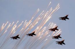 白俄罗斯举行大型阅兵纪念独立70周年